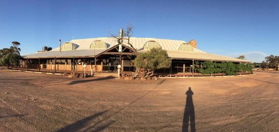 Glendambo Hotel Motel and Caravan Park: Outback Gem