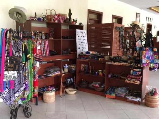 Arusha Planet Lodge: Curio shop for souveneirs
