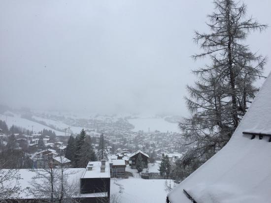 Villa Silvana im Waldhaus Flims Mountain Resort & Spa: Vista de um dos quartos do Resort!