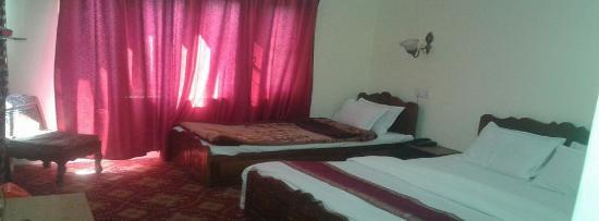 Hotel Royale Jannat Photo