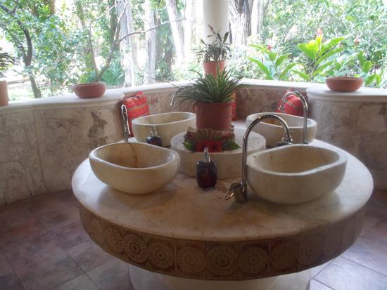 Ladies washroom picture of hacienda chichen chichen for Washroom photo