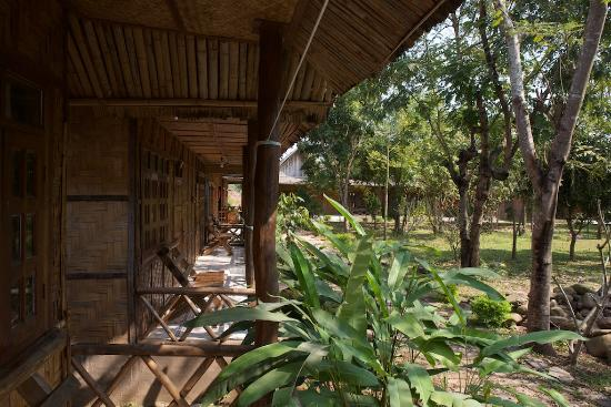 Muang Sing, Лаос: verandah and garden