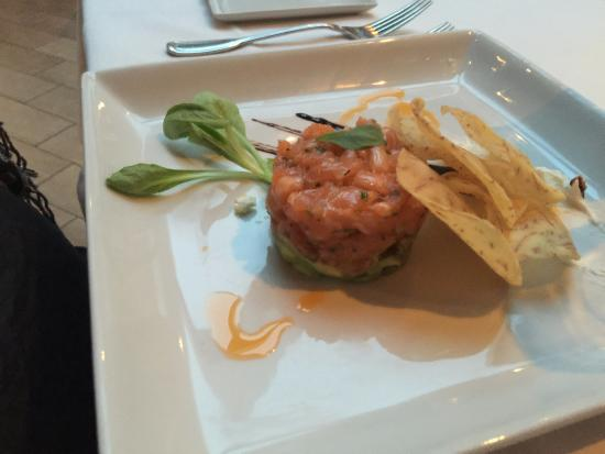 Primi Piatti : tartare de saumon, très bon