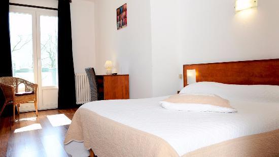 Hotel Du Pont Photo