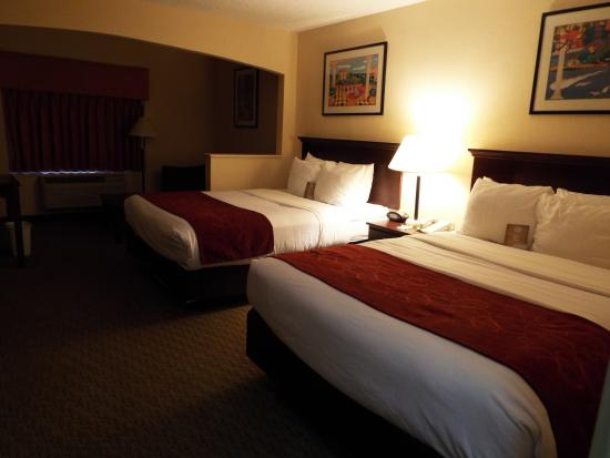 Comfort Suites Airport: Very comfy beds