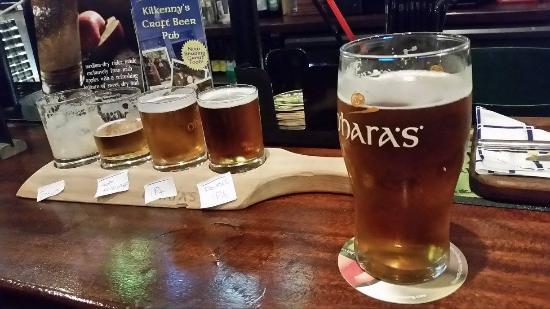 Kilkenny, Irlanda: Our Irish craft beer flight