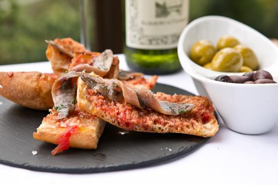 Glassbar 1850: Pan con tomate y anchoas