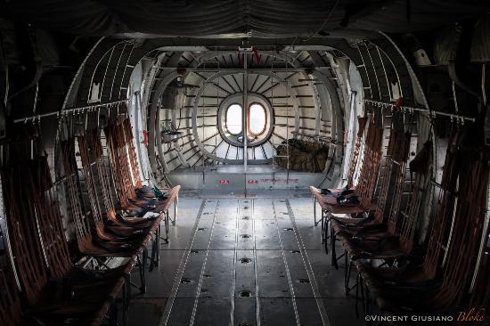 Avitaillement du PAC 750 - Picture of Centre de Parachutisme