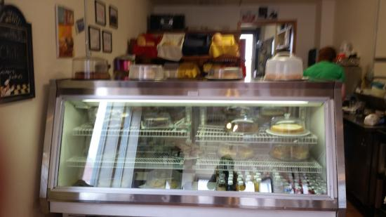 Victor, Kolorado: Chec k out the pastery counter, then decide on the size of your meal!