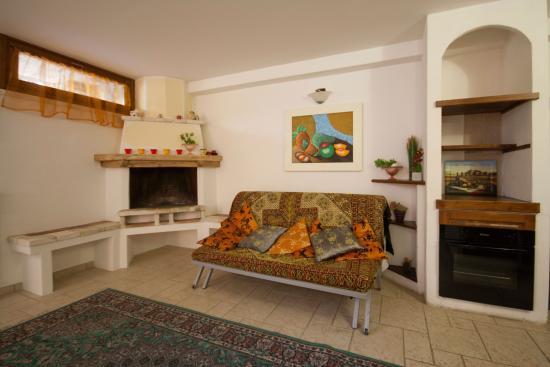 Soggiorno Taverna - Foto di Follonica Apartments, Follonica ...