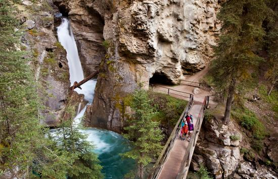 Mountaineer Lodge: Hiking Johnston Canyon - photo: PZiz