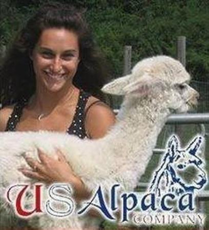 Hardy, VA: Holding alpacas is great, and the farm has a store selling products they design, made in Peru