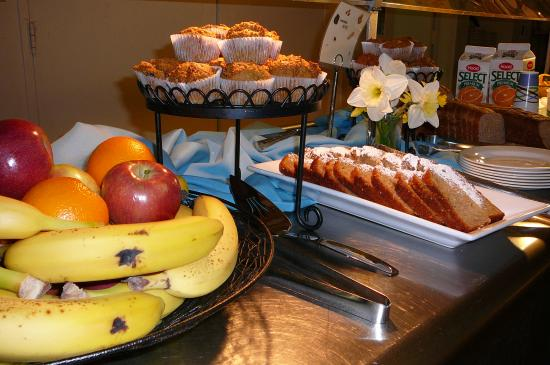 Stony Point, estado de Nueva York: Enjoy some breakfast goodies in our dining hall.