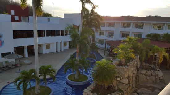 Piscine ext rieure picture of la isla huatulco beach for Club piscine montreal locations