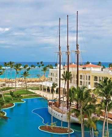 Iberostar Grand Hotel Bavaro: Hotel, Beach and Ship View