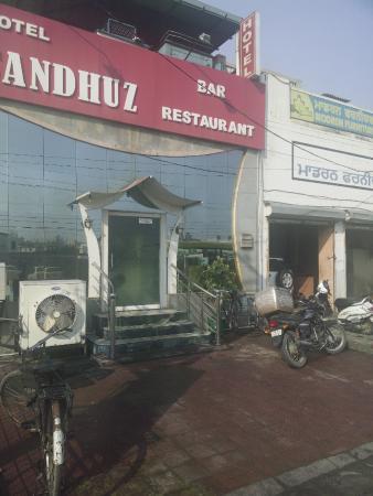Sandhu'z Hotel
