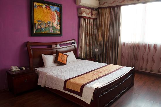 Golden Time Hostel 2: Large bedroom with A/C