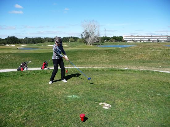Hotel Montado & Golf Resort: Auf dem Golfplatz im Hintergrund das Hotel