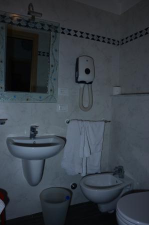 Box Doccia 80 X 120.Bagno Nuovo E Comodo Con Box Doccia 80 X 120 Picture Of Hotel