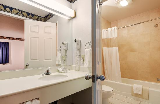 GreenTree Pasadena Inn: Freshen up in our guest bathroom.