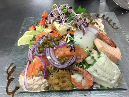 Beim Alen Tuurm : Salade poisson bio ,fairtrade et produits terroir👍🏽👍🏽