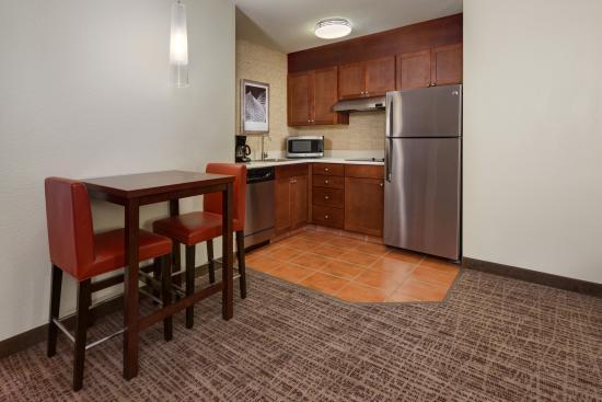 Residence Inn Grand Junction : In-Suite Kitchen