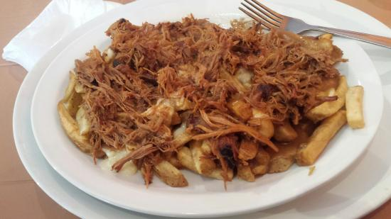Passek's Classics Cafe: Pulled pork poutine.excellent
