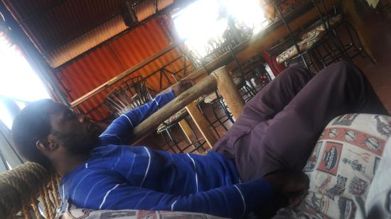 Arusha Backpackers Hotel: The rooftop lounge was a nice spot to relax and enjoy the free wifi whch was surprisingly fast.