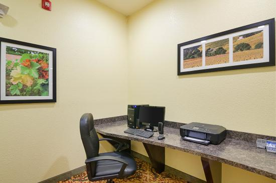 Comfort Inn & Suites Orange: Business Center