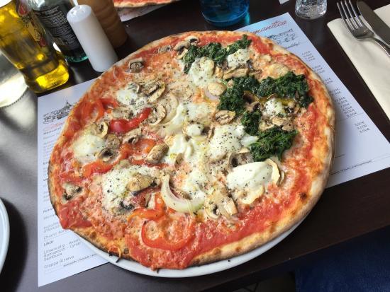 pizza italia picture of pizzeria trattoria romantica dusseldorf tripadvisor. Black Bedroom Furniture Sets. Home Design Ideas