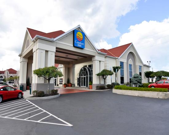 Comfort Inn Sandusky: Hotel Main Entrance