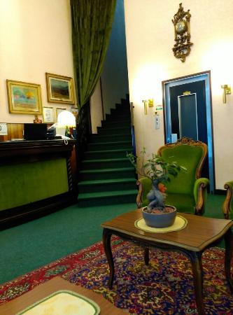 London Hotel: IMG_20160308_133715_large.jpg