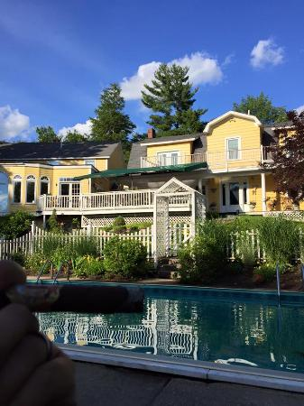 Thornewood Inn: Pool side