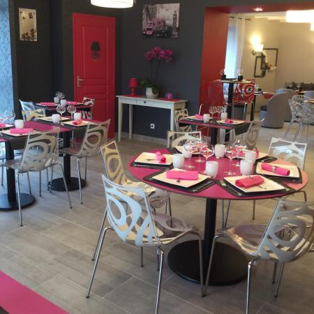 Dange-Saint-Romain, ฝรั่งเศส: Deux salles avec style différents capacité d'accueil 50 couverts