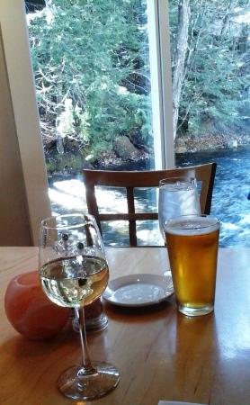 Peterborough, Nueva Hampshire: Beer or wine, you'll do just fine! Excellent choices!