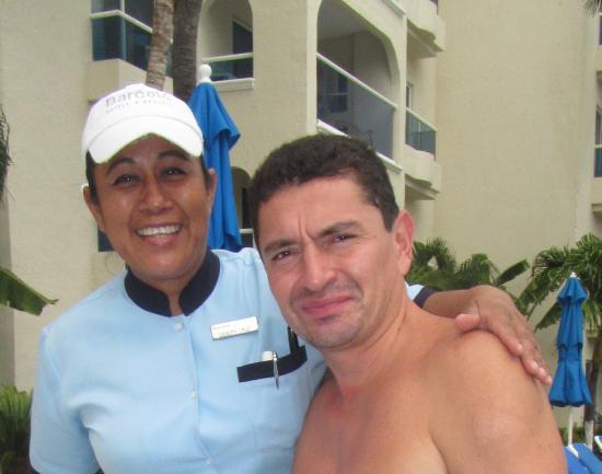 Occidental Costa Cancun : Sandra Cruz, excelente mesera de piscina. Siempre sonriente y atenta