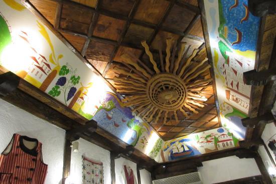 Hadjidraganovite kashti: Ceiling