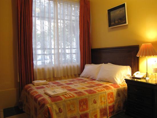 Hotel Casa Gonzalez : Small double bedroom