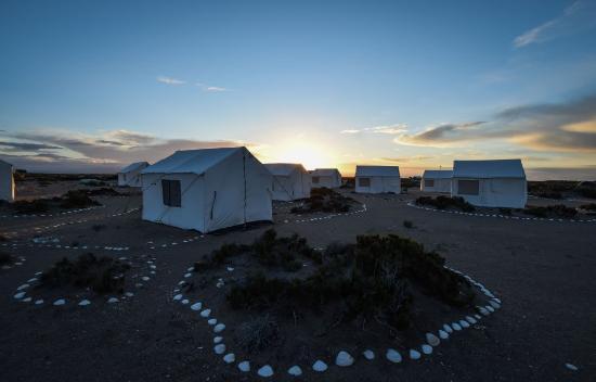 Baja Discovery : Camp at sunrise