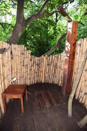 andBeyond Lake Manyara Tree Lodge: Outdoor shower