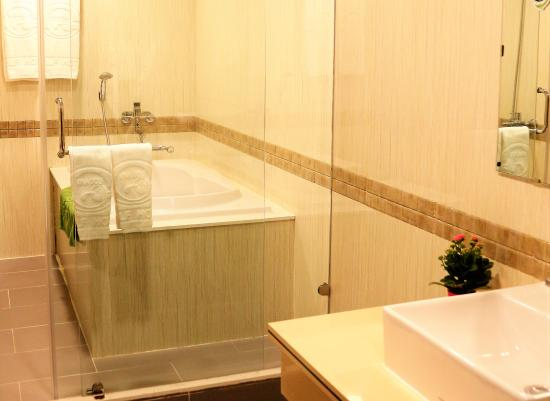 TTC Hotel: Bath Room