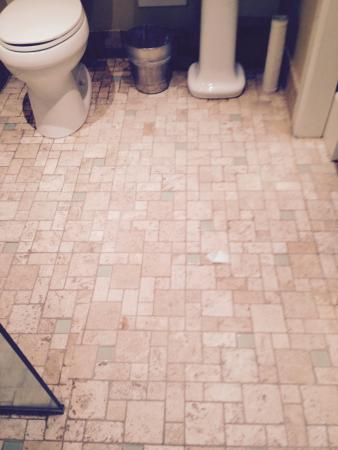 Superior Kaanapali Alii: Water From Shower Flooded Bathroom Floor.