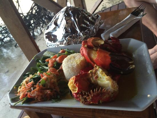 Oyster Island Resort Restaurant: Delicious Coral crab... on your balconey.