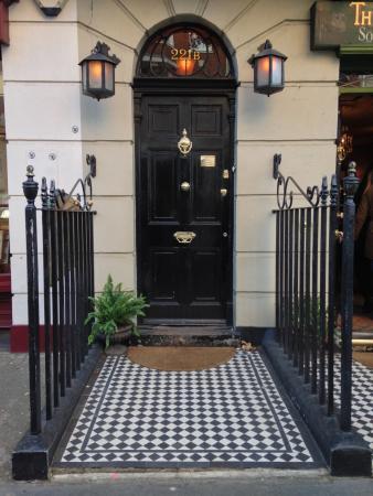 Sherlock Holmes Museum 221B Door/Museum Entrance & 221B Door/Museum Entrance - Picture of Sherlock Holmes Museum ...