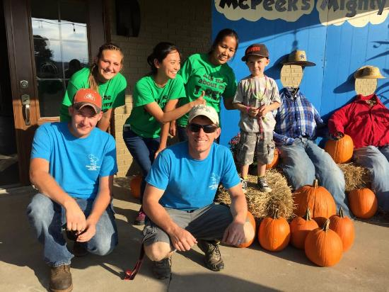 Coshocton, OH: Staff and guests are all smiles at McPeek's Mighty Maze