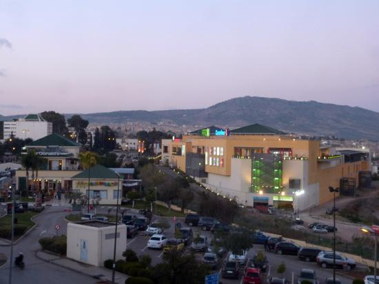 Menzeh Fes: abendlicher Blick auf die Mall
