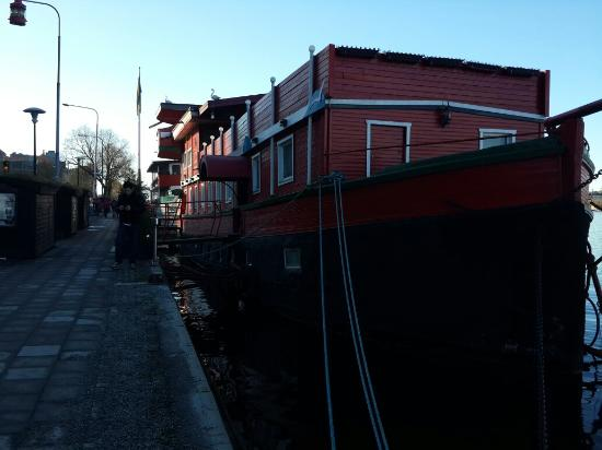 The Red Boat Hotel & Hostel: 20160310_144538_large.jpg