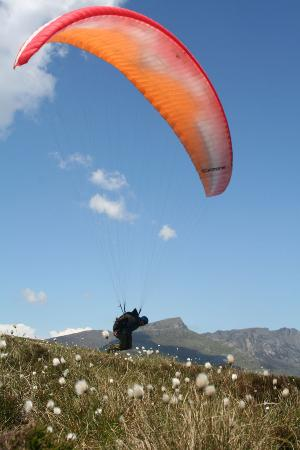 ‪Flying Fever Paragliding School‬