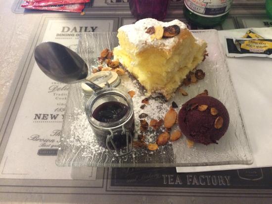 L'appart du 17 : Biscuit de Savoie Glace Myrtille et coulis ! Un délice !
