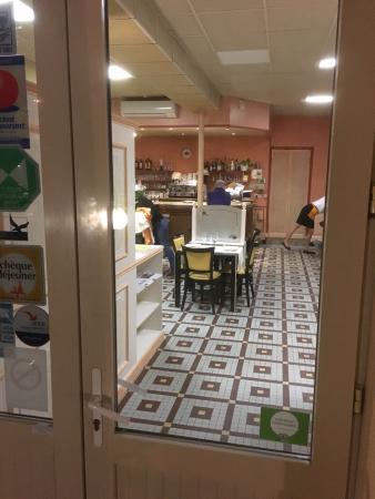 restaurant hotel le vieux porche dans seyches avec cuisine. Black Bedroom Furniture Sets. Home Design Ideas